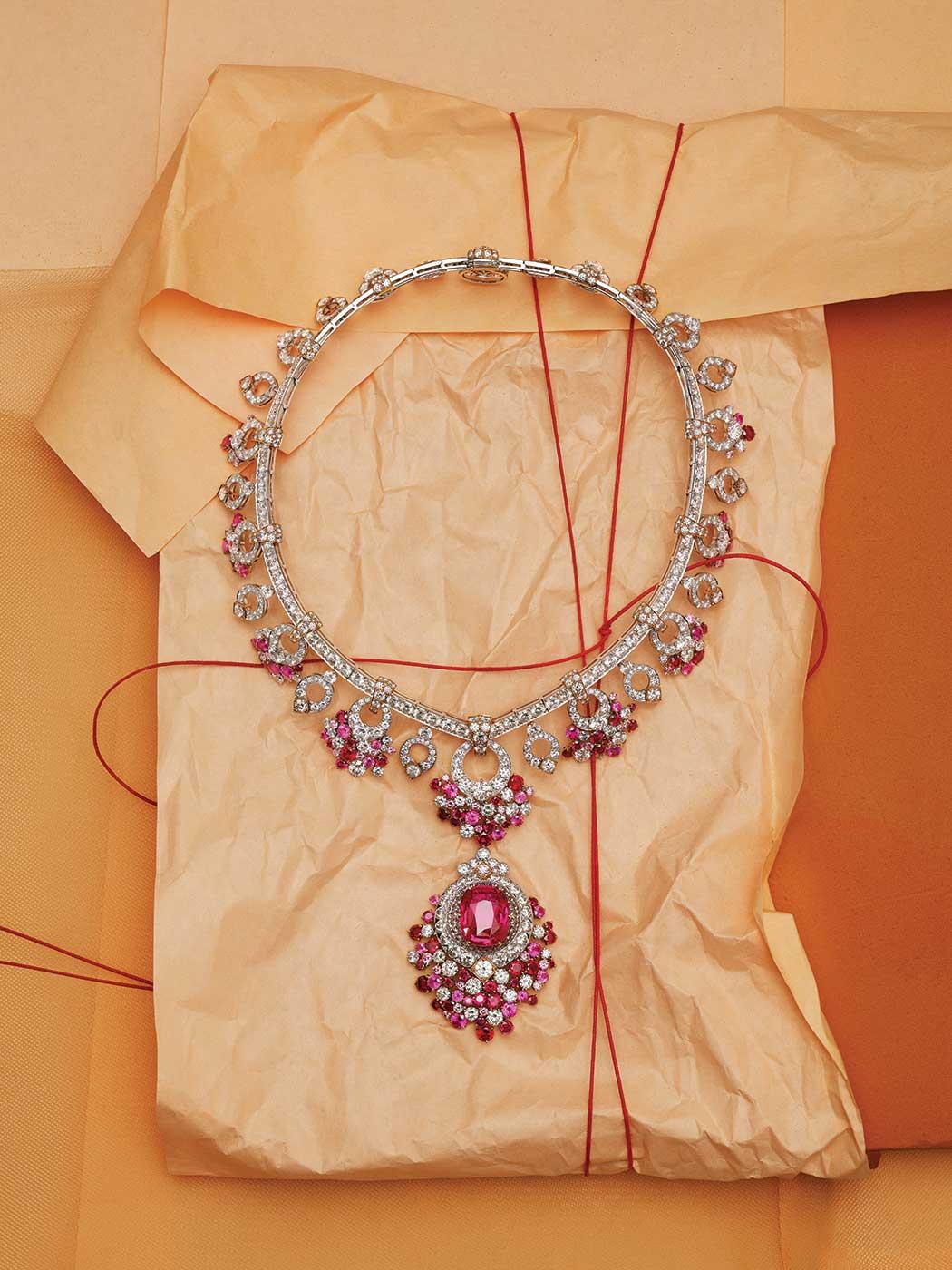 191029-WSJ-Spring20-Jewelry_Box-Van_Cleef_19198_v2_CMYK_QC